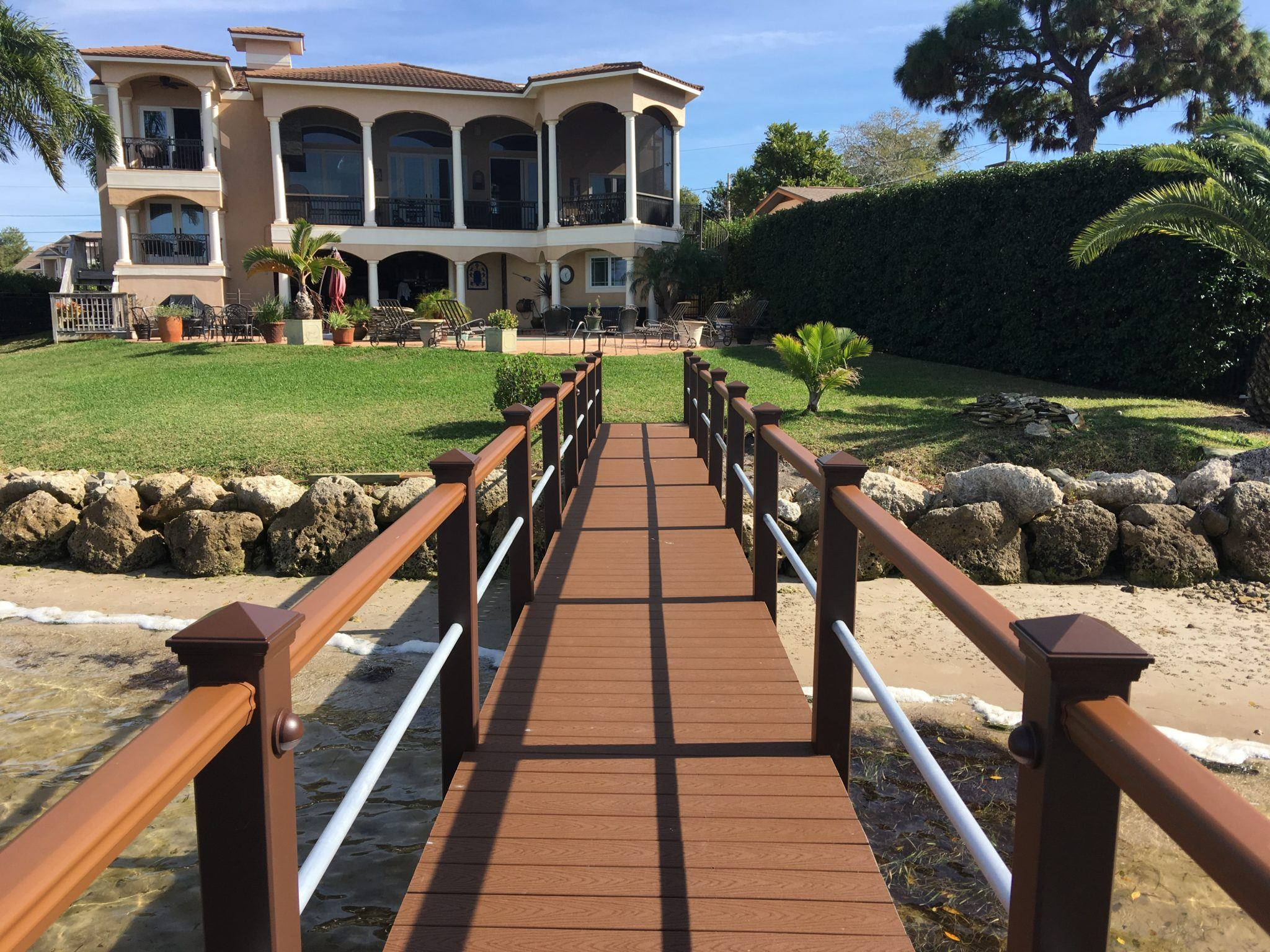 A dock with Trex aluminum handrail running down both sides with Trex post rail LED lights